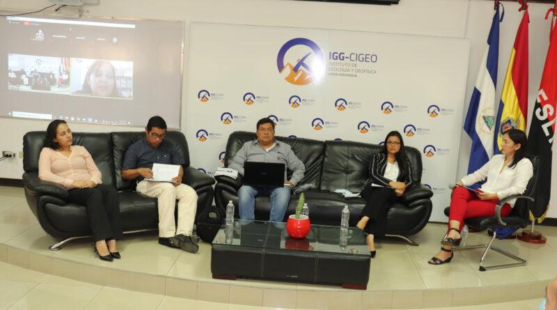 Asteriscos del Panel Impacto Ambiental de los Huracanes